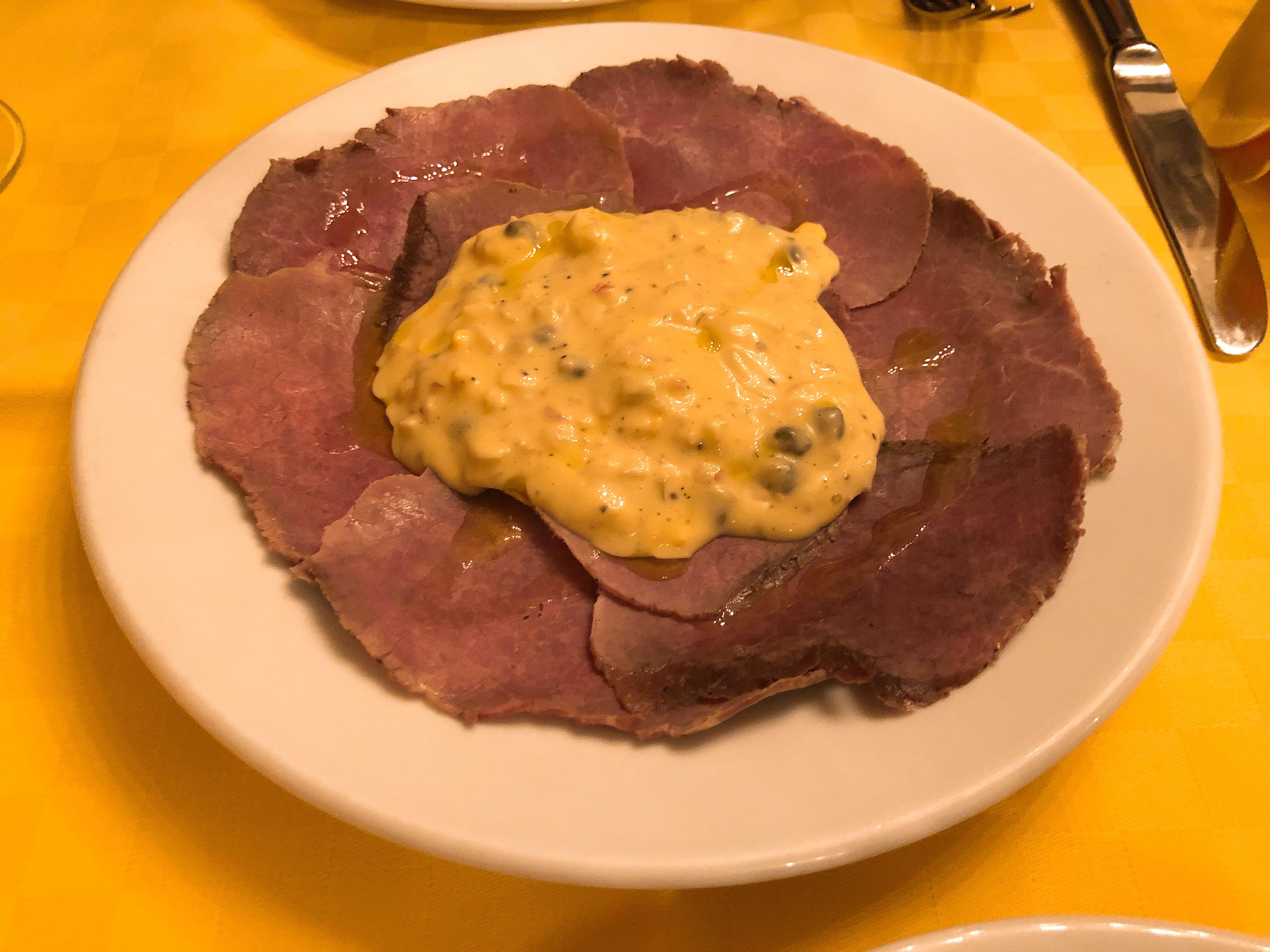北海道産未経産牛のモモ肉 カヴール風ソース